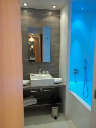 BEST WESTERN Le Lavarin: Bathroom