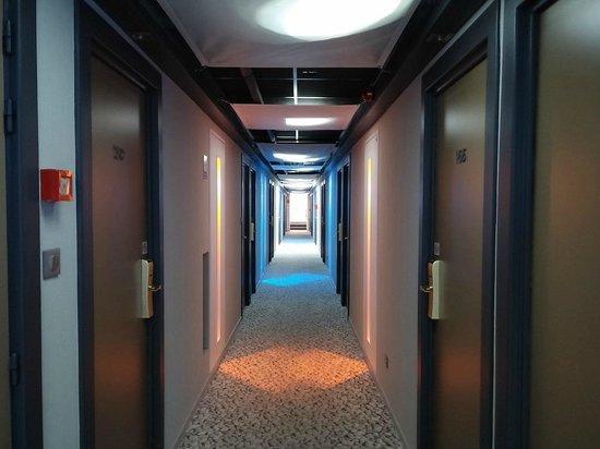 BEST WESTERN Le Lavarin: Corridor