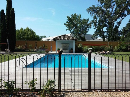 Best Western Plus Le Lavarin : Swimming pool with heated water