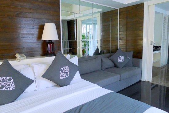Astana Batubelig Villas : comfy bed and sofa!