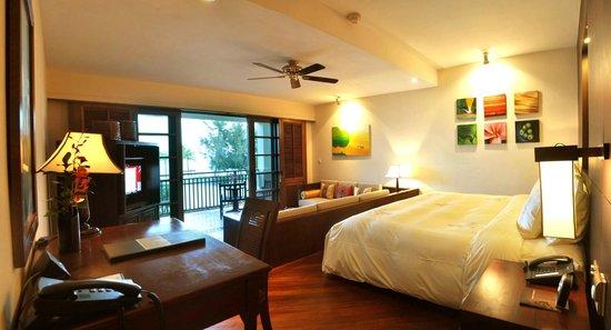 Furama Resort Danang: Beach-front Ocean Studio Suite