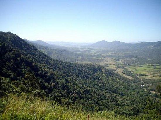 Eungella Mountain Edge Escape: Pioneer Valley views