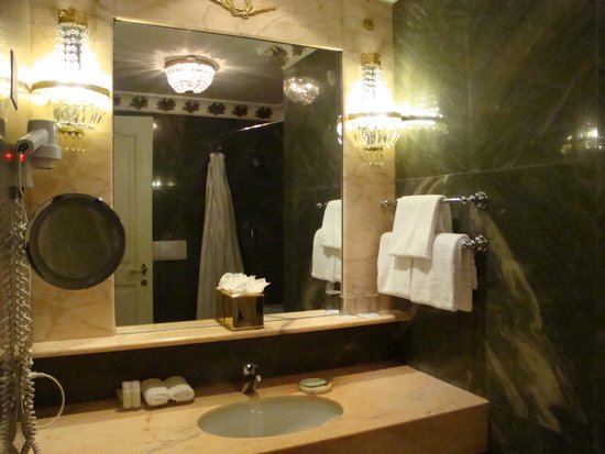The Westin Excelsior, Rome: Sink area of bathroom