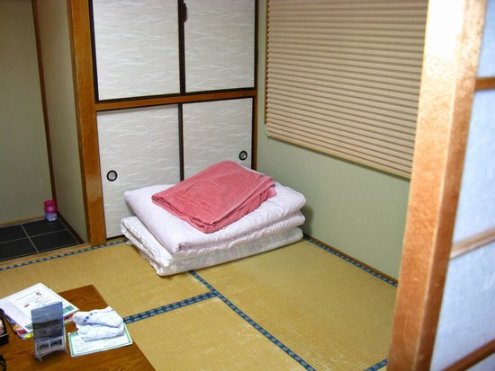 Fujiwara Ryokan: This is said to be a single room. But there was space for at least 2 people