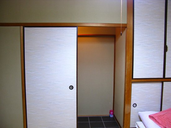 Fujiwara Ryokan : The rooms are spacious and extremely clean. It's a family run business