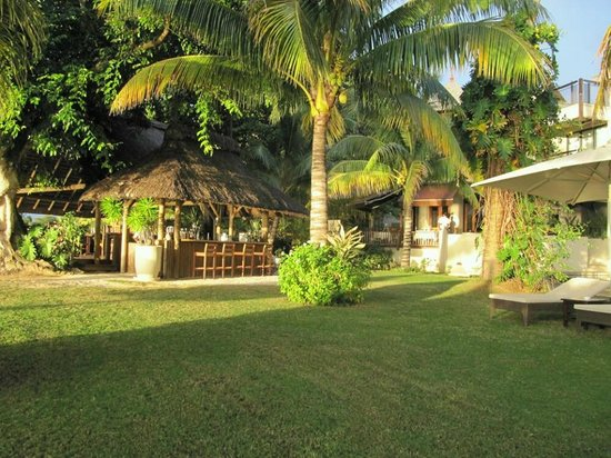 Le Cardinal Exclusive Resort: Bar piscine