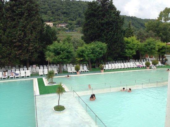 Piscina con trampolino foto di terme rosapepe contursi - Contursi terme piscine ...