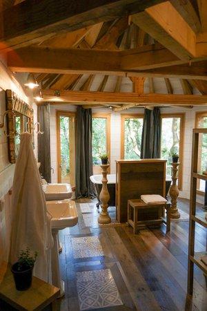 Châteaux Dans les Arbres : salle de bain