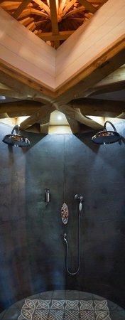 Châteaux Dans les Arbres : double douche à l'italienne