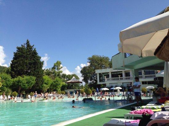 Ben 5 piscine di ogni tipo foto di terme rosapepe - Contursi terme piscine ...