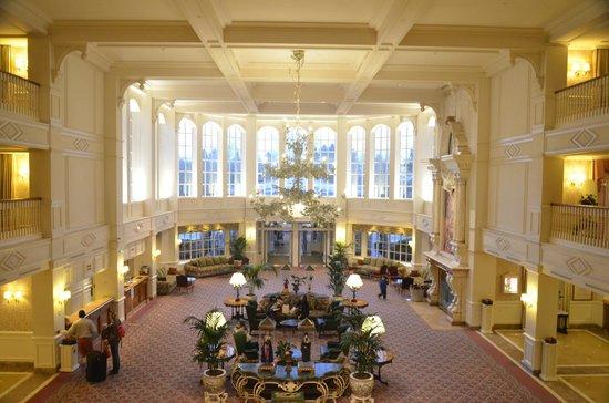 Disneyland Hotel: lobby
