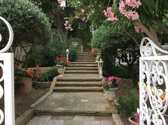 L'Enclos des Lauriers Roses : Entreé hotel