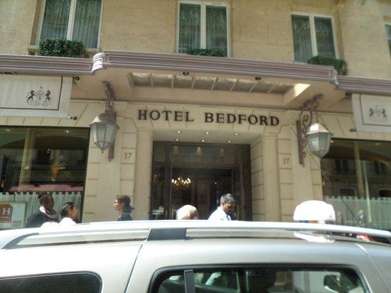 Bedford Hotel: Вид отеля с улицы