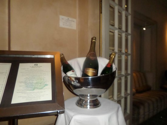 Bedford Hotel : Вход в ресторан отеля