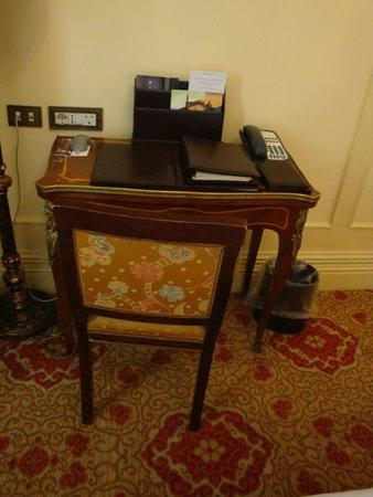 The St. Regis Rome: Desk area