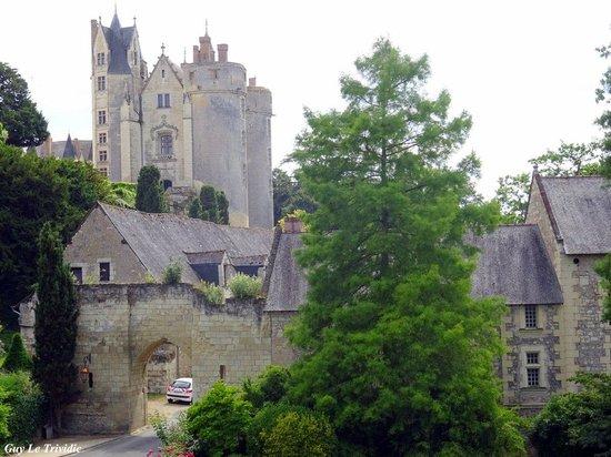 Chateau de Montreuil-Bellay : A la Renaissance, la forteresse se doubla d'un château de plaisance avec fenêtres à meneaux et s
