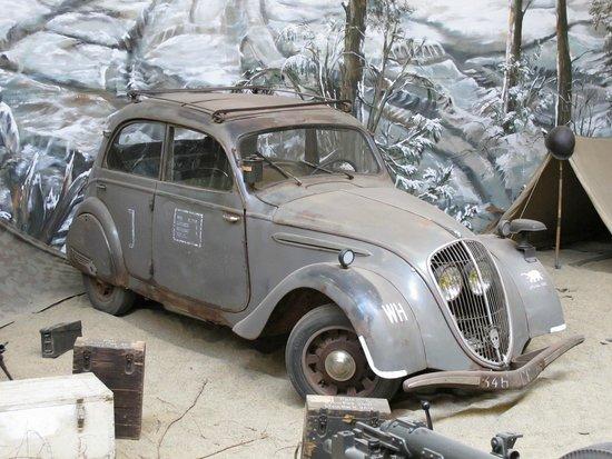 """Overloon War Museum: Une touche Française ; cette Peugeot """"germanisée"""""""
