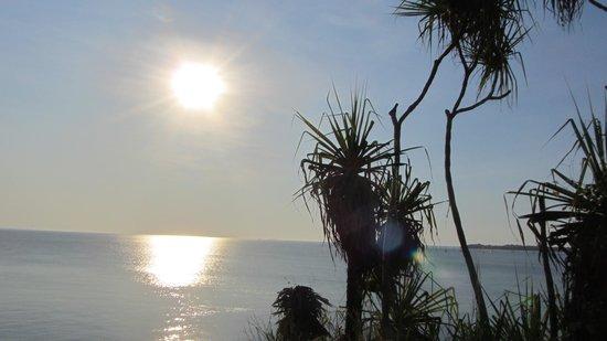 Mindil Beach: sun going down