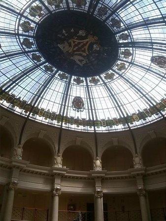 Edificio de Correos y Telégrafos: la cupola vetrata