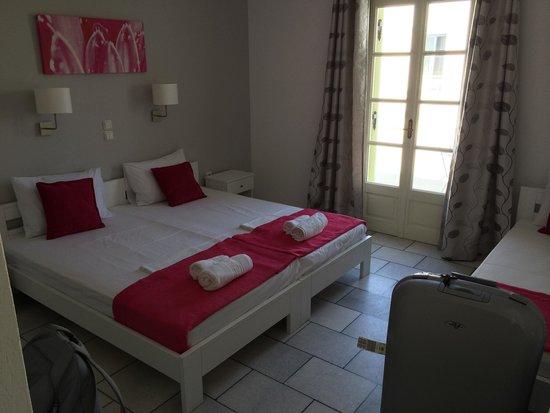 Camara Hotel : camera da letto