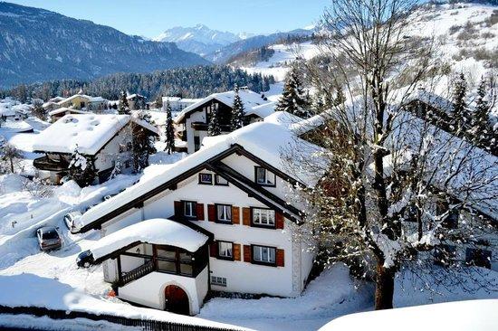 Hotel Bellaval : Aussenansicht Winter