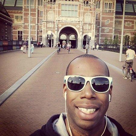 Oranje Umbrella Walking Tours: Tour Guide at the Rijksmuseum!