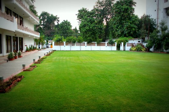 Hotel Harsh Ananda: Function Lawns