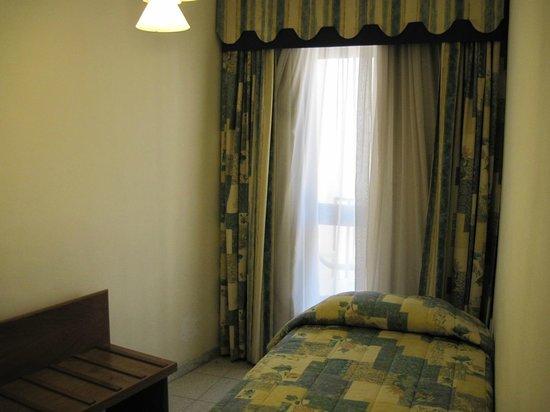 Hotel Santana : Side Room