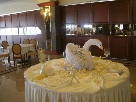Kipriotis Panorama Hotel & Suites: Deko im Speiseraum