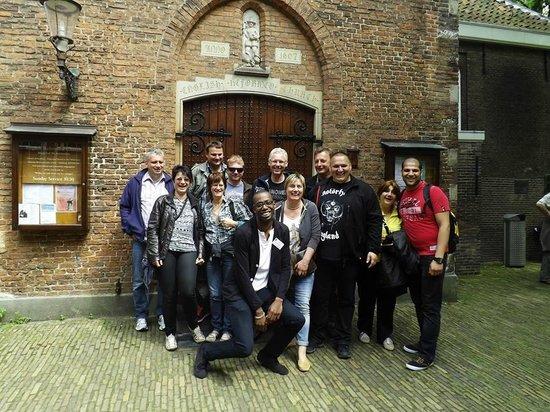 Oranje Umbrella Walking Tours: Group tour Begijnhof!