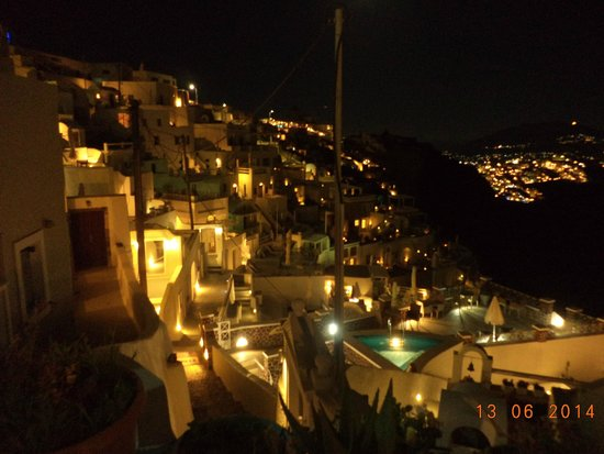 Altana Traditional Houses and Suites: Imerovigli by night