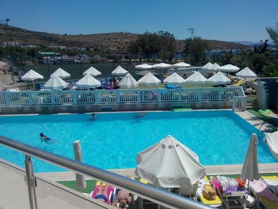 Eken Resort Hotel: teras bardan görüntü