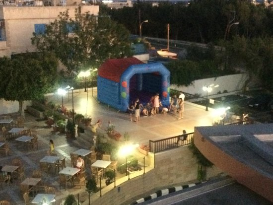 Avlida Hotel: Bouncy Castle