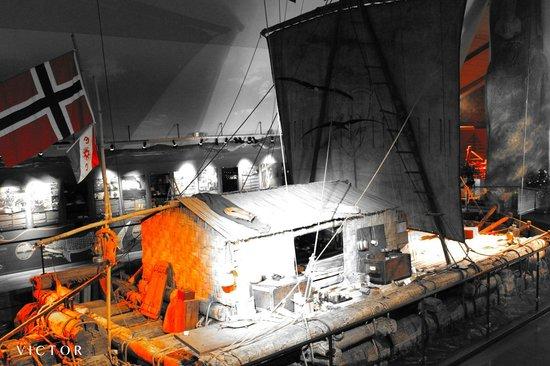 Kon-Tiki Museum : Kon-Tiki in changing lights