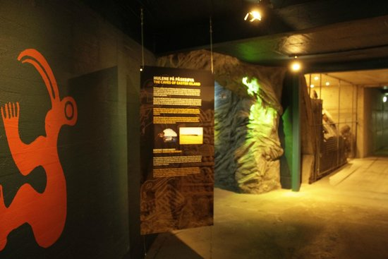 Kon-Tiki Museum : cave like the one they have in Easter Island