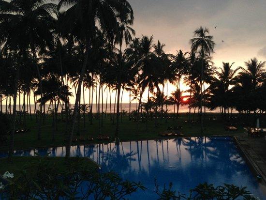 The Blue Water: La piscine et le coucher de soleil