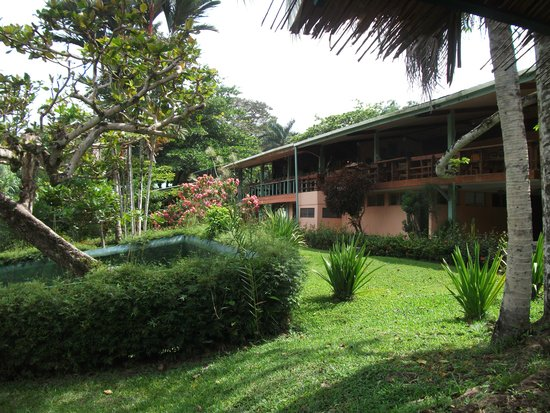 Aviarios del Caribe: The grounds
