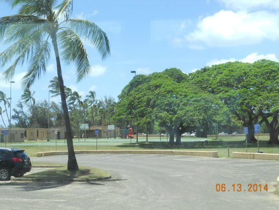 Haleiwa Beach Park: parking lot, playground, restrooms