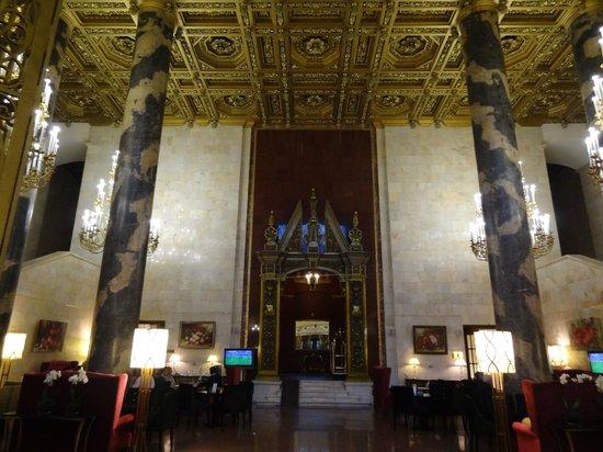 Hilton Moscow Leningradskaya: Lobby de l'hôtel