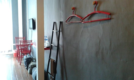 The Rommanee Boutique Guesthouse: Place to hang cloth