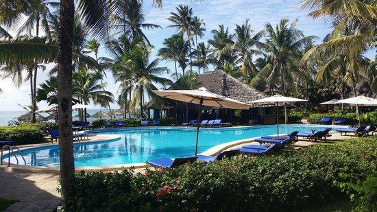 Breezes Beach Club & Spa, Zanzibar : Piscine de l'hotel