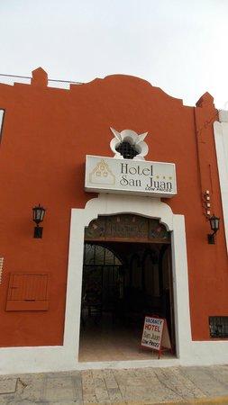 Hotel San Juan: Вход центральный