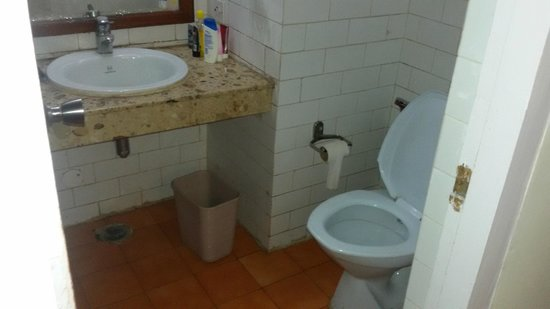 Darjeeling - Khush Alaya, A Sterling Holidays Resort: Room Bathroom Pic 1
