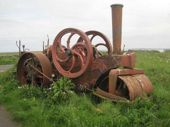 The Knap O' Howar: Papa Westray old steam engine