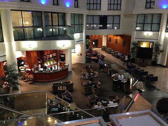 La Brasserie at the Sofitel London Gatwick: Sofitel Lounge Bar in Atrium