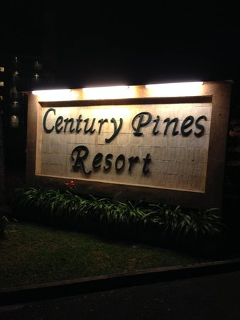 Century Pines Resort: Main Entrance Signboard