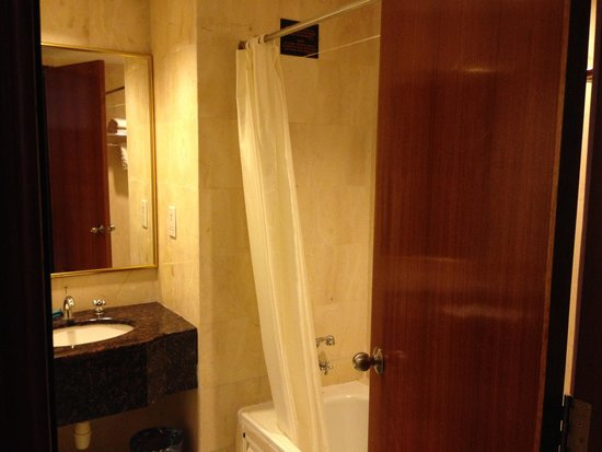 Century Pines Resort: Bathroom