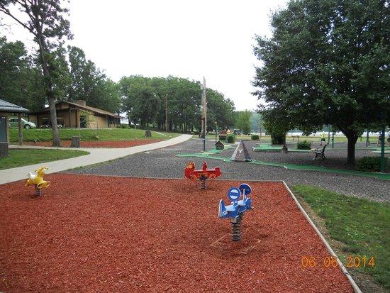 YMCA Trout Lodge : Near pavillion w/ bike rental, archery and mini-golf