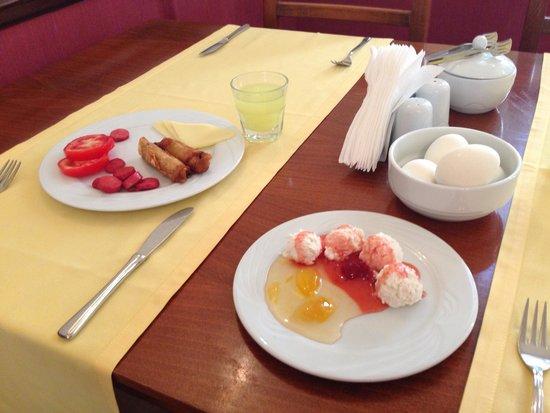 Mediterra Art Hotel : Другой день тоже завтрак