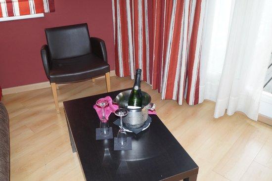 Alegria Plaza Paris: le salon de la suite